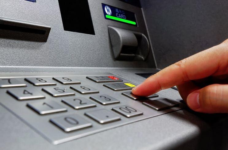 एटीएममध्ये कार्ड टाकण्यापूर्वी खरचं दोन वेळा Cancel बटण दाबावं लागतं?