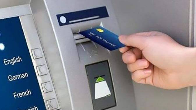ATM चा वापर फक्त पैसे काढण्यासाठीच नाही, या 7 कामांसाठीही करु शकता
