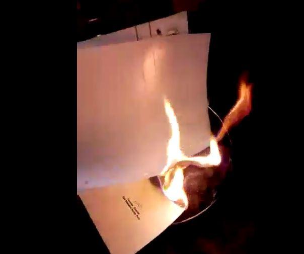 , पगार नाही, कामावरुन काढलं, सिंहगडच्या प्राध्यापकाने कागदपत्रं जाळली