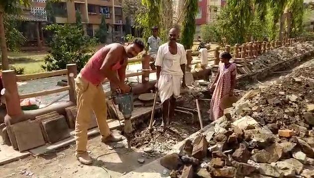 शेत करपलं, जगण्यासाठी शेतकऱ्यांचं मुंबईकडे स्थलांतर