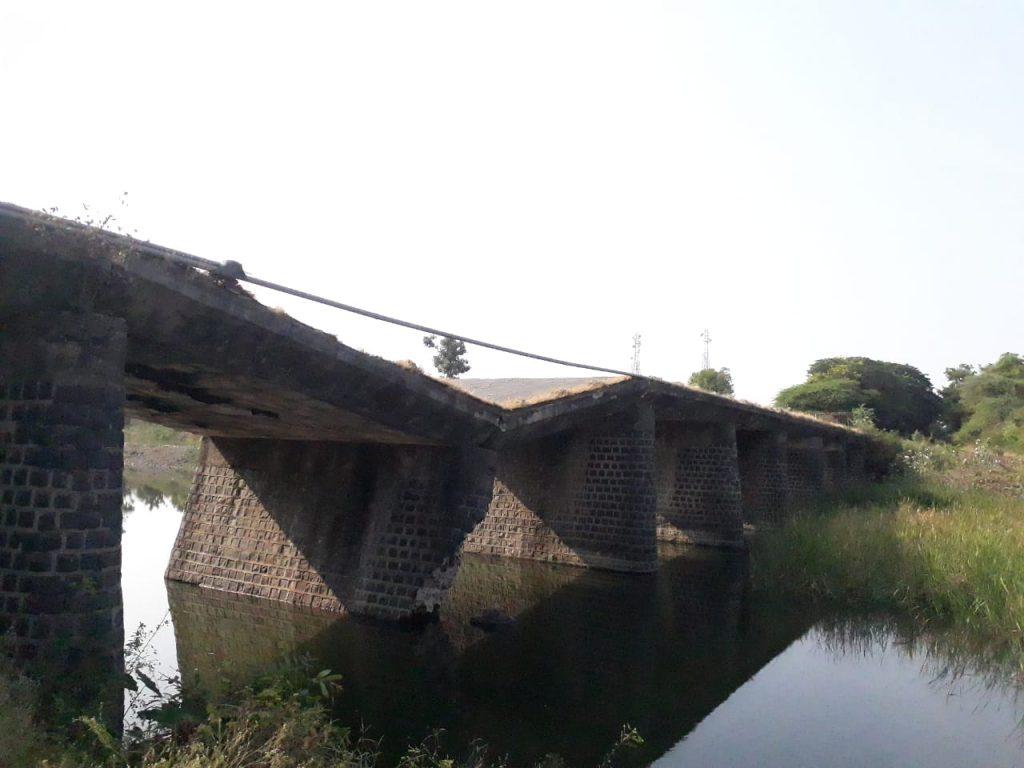 , वर्ध्यात जुना पूल खचला
