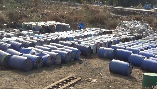 , केमिकलचे 414 ड्रम शेतात पुरले, मुंबईजवळील घटना