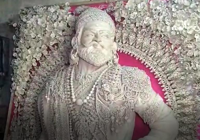 , मुस्लिमाची जागा; बंगाली कलाकार; मूर्ती शिवरायांची