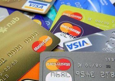 क्रेडिट कार्ड वापरताय, मग या 7 चुका कधीच करु नका!