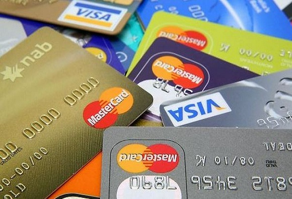 क्रेडिट कार्ड वापरताय? हे नियम माहित असू द्या