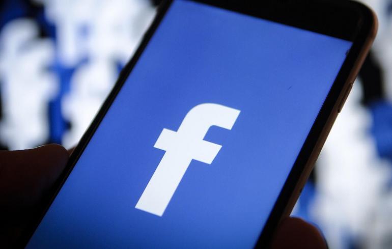 , फेसबुकच्या हजारो युझर्सचे पर्सनल मेसेज आणि डेटा विकल्याचा दावा
