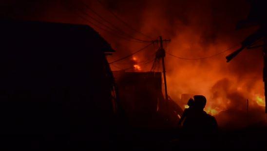 फटाक्यांमुळे राज्यभरात आगीच्या घटना, कोट्यवधींचं नुकसान
