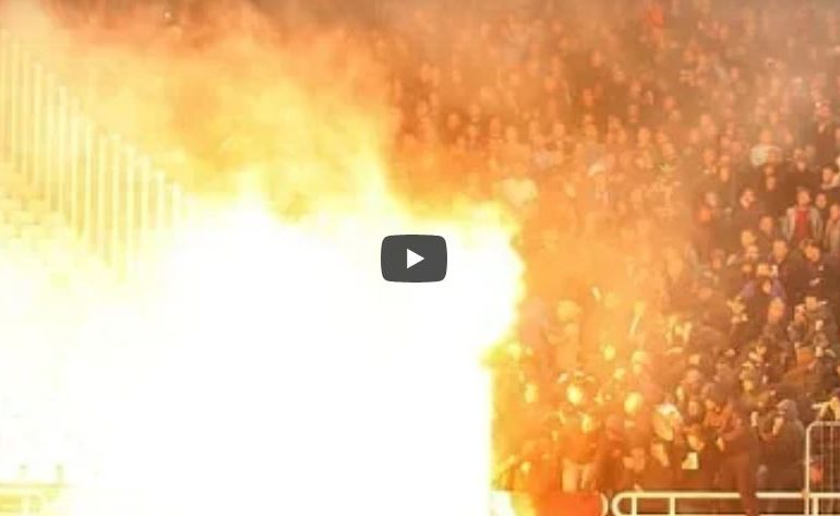 , VIDEO : पराभव जिव्हारी, चाहत्यांकडून स्टेडियमध्ये बॉम्ब हल्ला