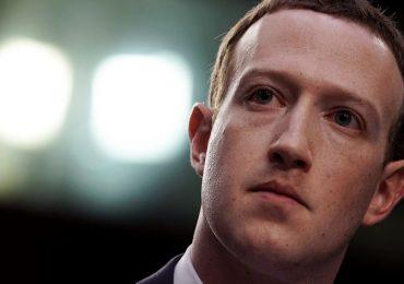 फेसबुकचं अध्यक्षपद सोडण्यासाठी मार्क झुकरबर्गवर दबाव?