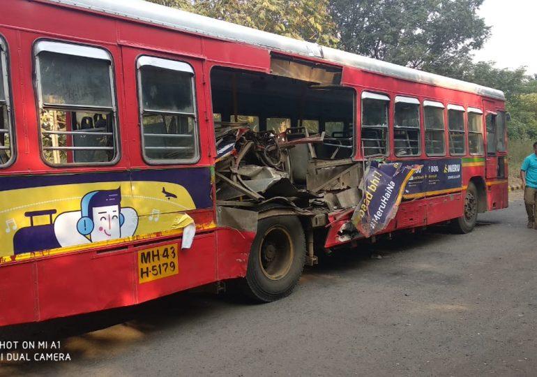 नवी मुंबईत ट्रेनची बसला धडक, लोकल वेळीच थांबल्याने दुर्घटना टळली