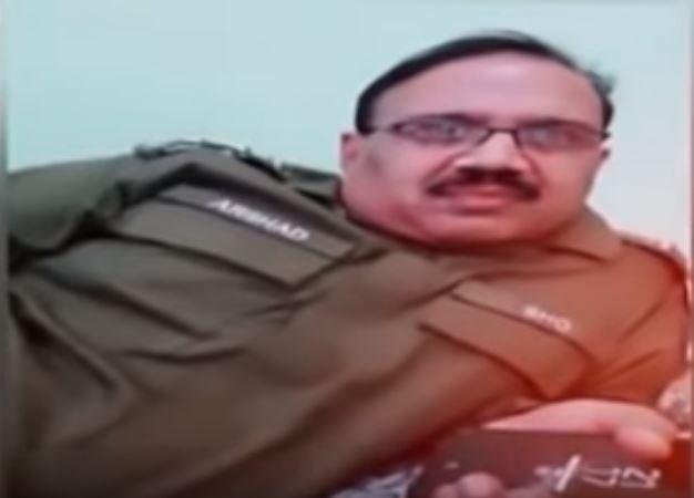 pakistan police officer viral video, पाकिस्तानी पोलिसाला अनिल कपूरचा डायलॉग म्हणणं महागात