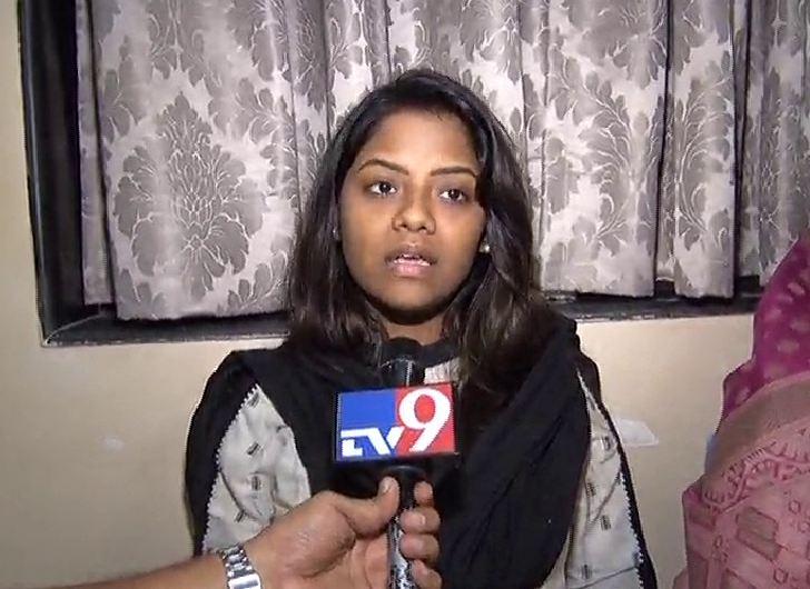 smita patil, महाराष्ट्राला पूर्णवेळ गृहमंत्री असावा, आर. आर. आबांच्या मुलीची मागणी