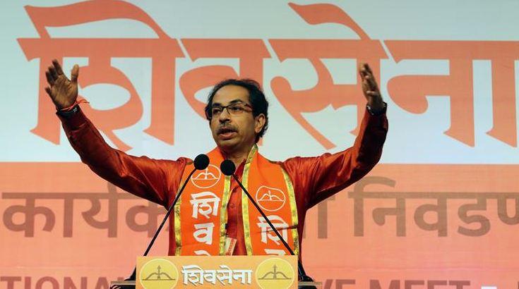 Shiv Sena chief Uddhav Thackeray along with the party's newly elected 18 Members of Parliament to seek blessings of Kolhapur goddess Mahalakshmi (Ambabai) today, बाळासाहेबांचं स्वप्न साकार, उद्धव ठाकरे 18 खासदारांसह अंबाबाईच्या दर्शनाला
