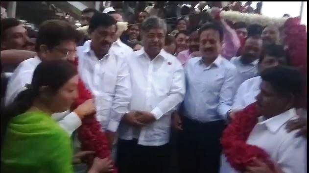 Maratha Reservation, जळगावात गिरीश महाजनांचं मराठा समाजाकडून जंगी स्वागत