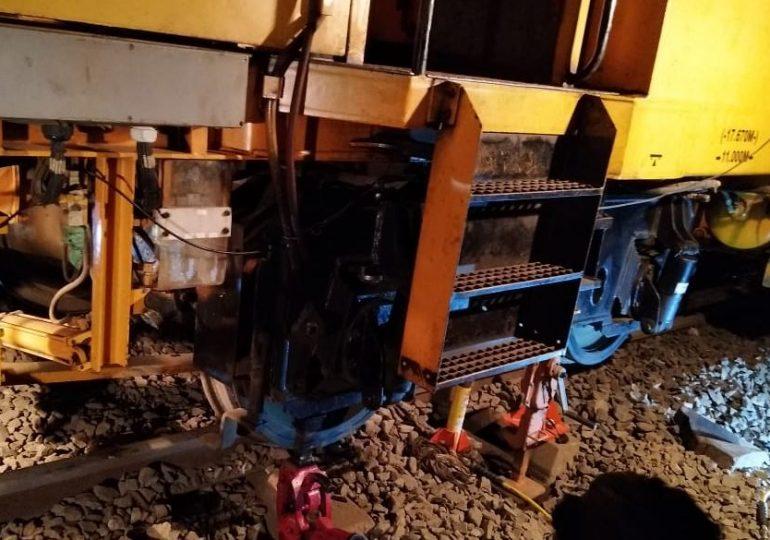 Palghar, ट्रॅक दुरुस्ती मशीनच रुळावरुन घसरलं, लोकल विस्कळीत