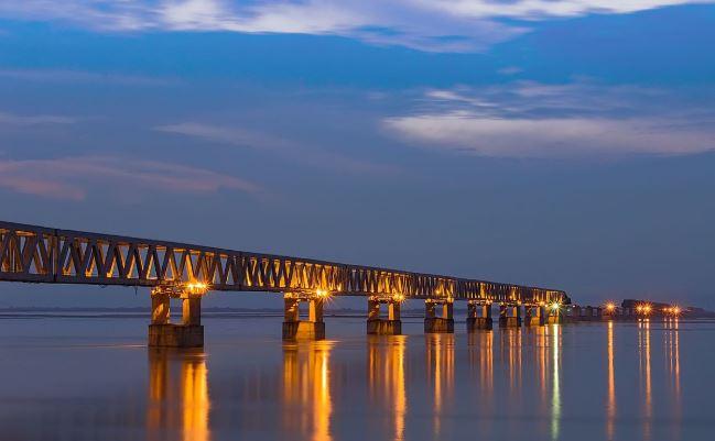 Bogibeel Bridge, देशातील सर्वात लांब पूल, ट्रेन आणि कार एकाचवेळी धावणार