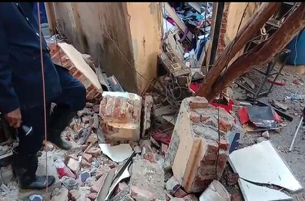 ठाण्यात सिलेंडरचा स्फोट एका घरात, महिलेचा मृत्यू दुसऱ्या घरात