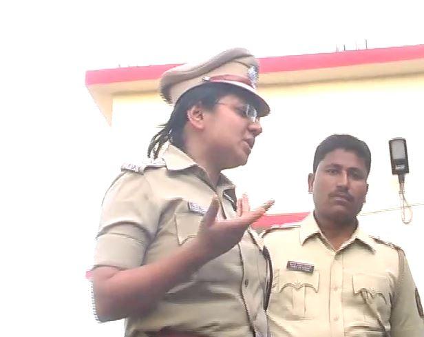Beed lady IPS video, 21 दलितांना फोडून काढलंय, महिला IPS चा असंवेदनशीलपणा कॅमेऱ्यात कैद