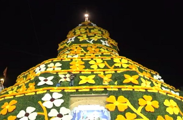 अंगारकीनिमित्त गणपती मंदिरं सजली!