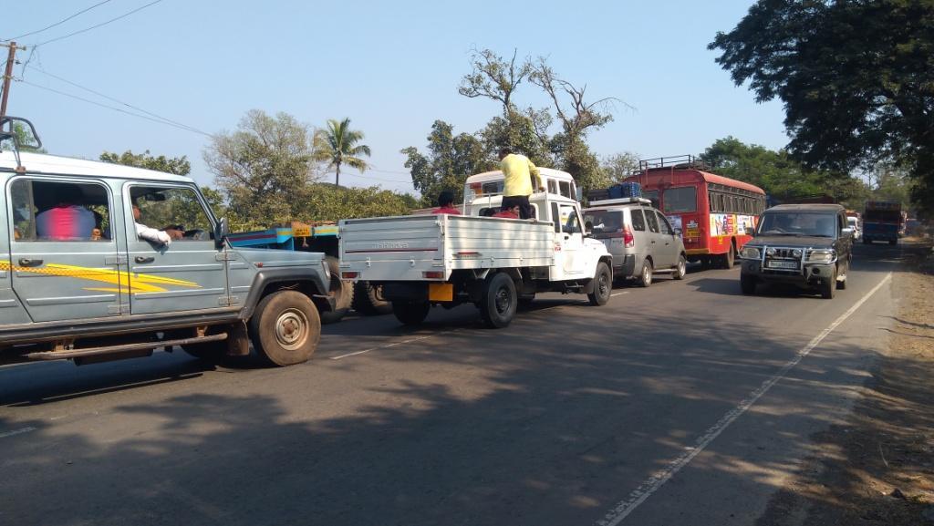 मुंबई-गोवा महामार्गावर अवजड वाहनांना बंदी, तरीही वाहतूक कोंडी