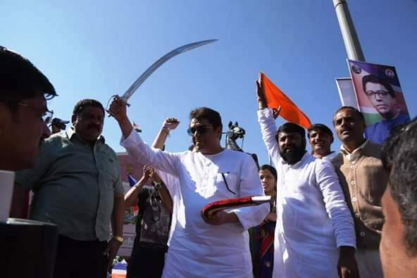 महाराष्ट्रात सर्वात मोठ्या राजकीय समीकरणांची नांदी, मनसेकडून पहिले संकेत
