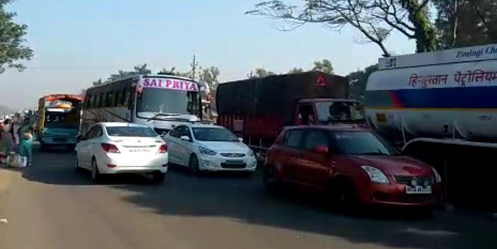 मुंबई गोवा महामार्गावर ट्रॅफिक जाम