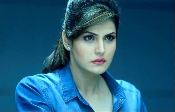 Zarine Khan, मॅनेजरने वेश्या म्हटलं, झरीन खानची पोलिसात धाव