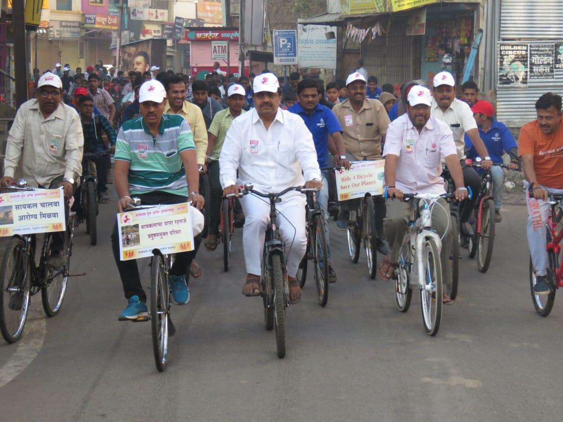जयंत पाटील आणि राजू शेट्टी यांची इस्लामपुरात 'सायकल रॅली'