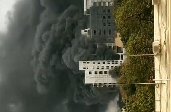 , नागपुरात हॉस्पिटलच्या इमारतीला भीषण आग