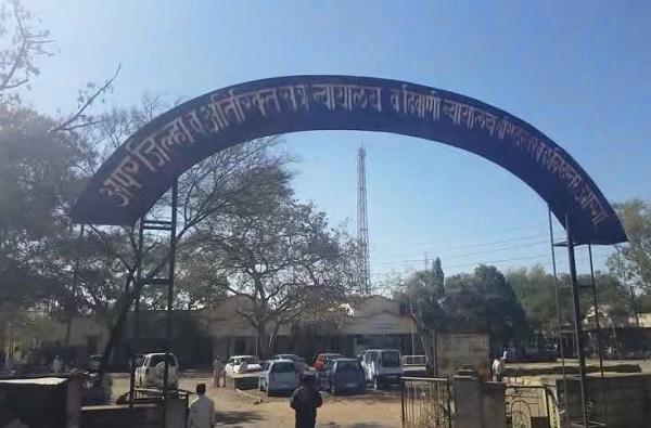 उस्मानाबादेत अनाथ विद्यार्थिनीवर अत्याचार, 3 शिक्षक, शिपायावर गुन्हा