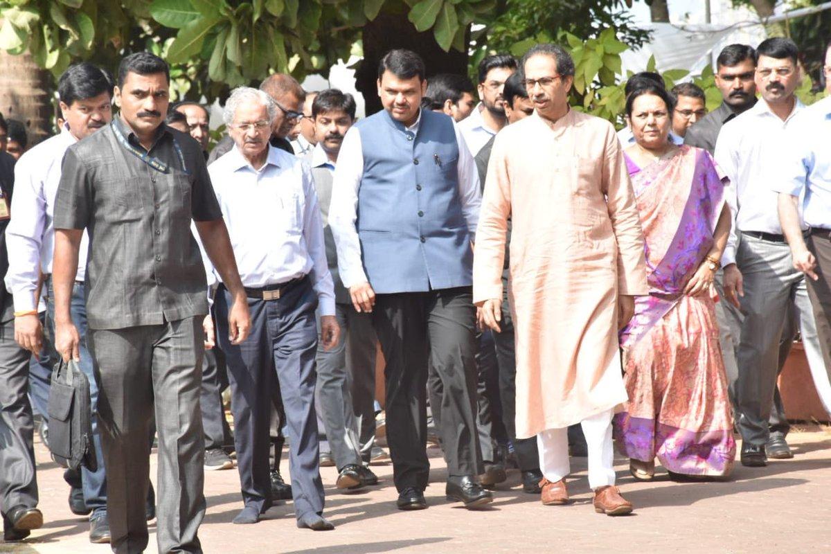 shiv sena vardhapan din : Uddhav Thackeray may invite CM Devendra Fadnavis, शिवसेनेच्या वर्धापन दिनाला मुख्यमंत्र्यांना निमंत्रण, फडणवीस इतिहास रचणार?
