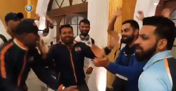 indian cricket team, VIDEO : 'मेरे देश की धरती' गाण्यावर भारतीय संघाचा डान्स