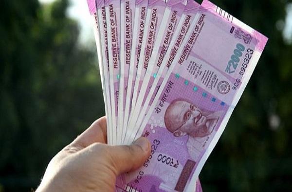 50 टक्के भारतीयांची मिळून जेवढी संपत्ती, तेवढी केवळ 9 जणांकडे!