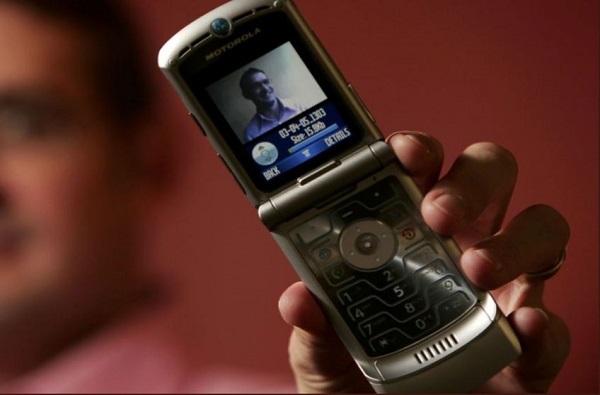 फोन जुना, फीचर्स नवे, मोटोरोलाच्या 'रेजर'चं रिलॉन्चिंग