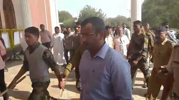 sandeep kotkar, नगरमधील शिवसैनिकांची हत्या : माजी महापौर संदीप कोतकर कोर्टात हात जोडून ढसाढसा रडला!
