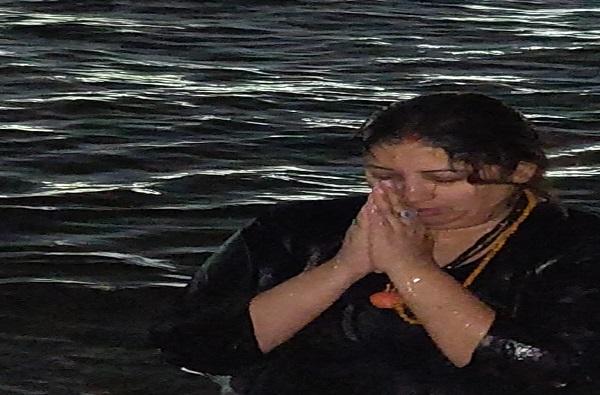 कुंभ मेळा 2019 : स्मृती इराणींचं शाही स्नान