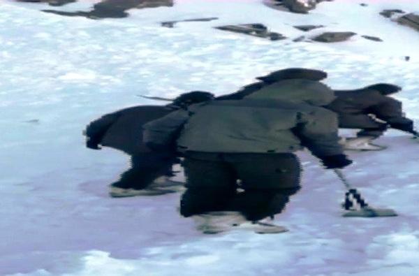 , लडाखमध्ये तुफान बर्फवृष्टी, स्कॉर्पिओ आणि 10 पर्यटक अडकले