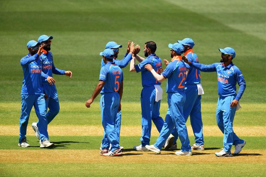AUSvsIND : भारतासमोर विजयासाठी तब्बल 299 धावांचं आव्हान