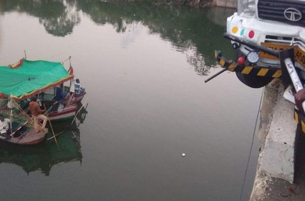 वर्धा नदीत चार वर्षीय चिमुकला वाहून गेला
