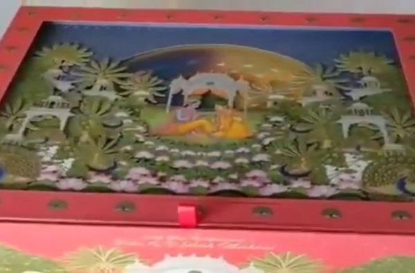 Akash Ambani Wedding Card Look, आकाश अंबानीची बॅचलर पार्टी स्वित्झर्लंडमध्ये, आकाश-श्लोकाची लग्नपत्रिका पाहिली का?