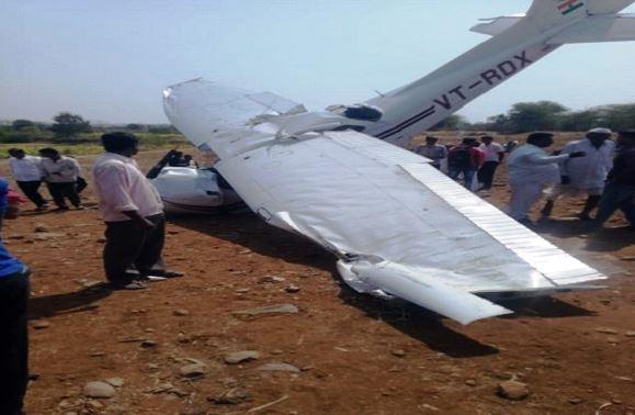 इंदापुरात 3500 फुटांवरुन विमान कोसळलं