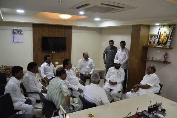 शरद पवारांनी रणशिंग फुंकलं, स्वत:च्या मतदारसंघात पहिली बैठक