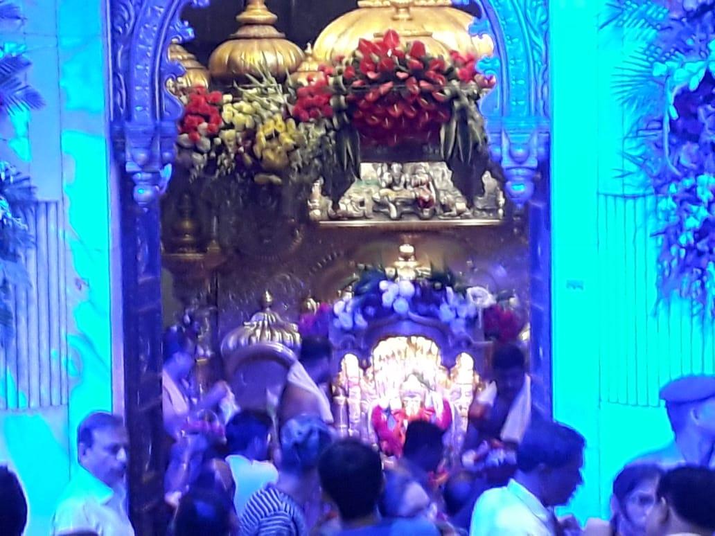 Siddhivinayak Temple 35 kg gold donation, सोन्याचा दरवाजा, सोन्याचा घुमट, सिद्धीविनायकाला भक्ताकडून तब्बल 35 किलो सोनं दान