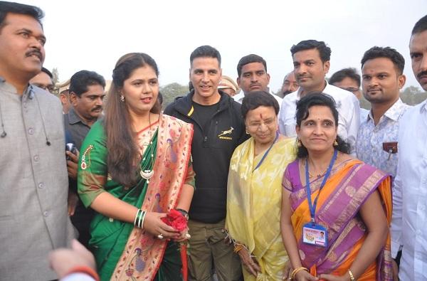परळीत सर्वधर्मिय विवाह सोहळा, अक्षय कुमारची 79 जोडप्यांना प्रत्येकी एक-एक लाखाची मदत