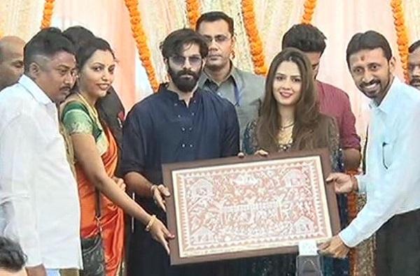 VIDEO: लग्नाला न आलेले मनसैनिक 'कृष्णकुंज'वर, अमित-मितालीला शुभेच्छा!
