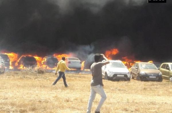 , बंगळुरुत एअर शोदरम्यान आग, शेकडो गाड्या जागच्या जागी पेटल्या
