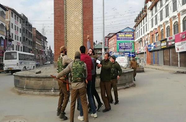 श्रीनगरच्या लाल चौकात तिरंगा फडकवणारा तरुण ताब्यात