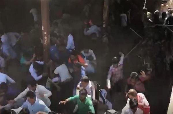 Latest News in Mumbai, Pulwama Attack LIVE: नालासोपाऱ्यात 5 तासापासून रेलरोको, पोलिसांचा लाठीचार्ज