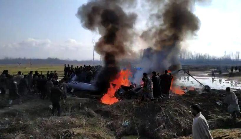 , जम्मू काश्मीरमध्ये भारतीय वायूसेनेचं लढाऊ विमान कोसळलं, दोन पायलट शहीद