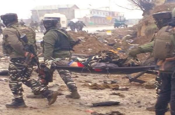 Pulwama Attack: कुणाचं घड्याळ, कुणाचं पाकीट, छिन्नविछिन्न जवानांची ओळख कशी पटली?